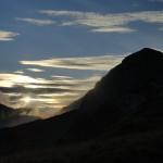 Agosto 2016 - Giochi di luce all'alba verso la pianura, tra nubi alte e basse. È fine agosto, e il raffreddamento notturno si fa via via più intenso, causando nuvolosità mattutina lungo i pendii. Foto di Diego Foroni.
