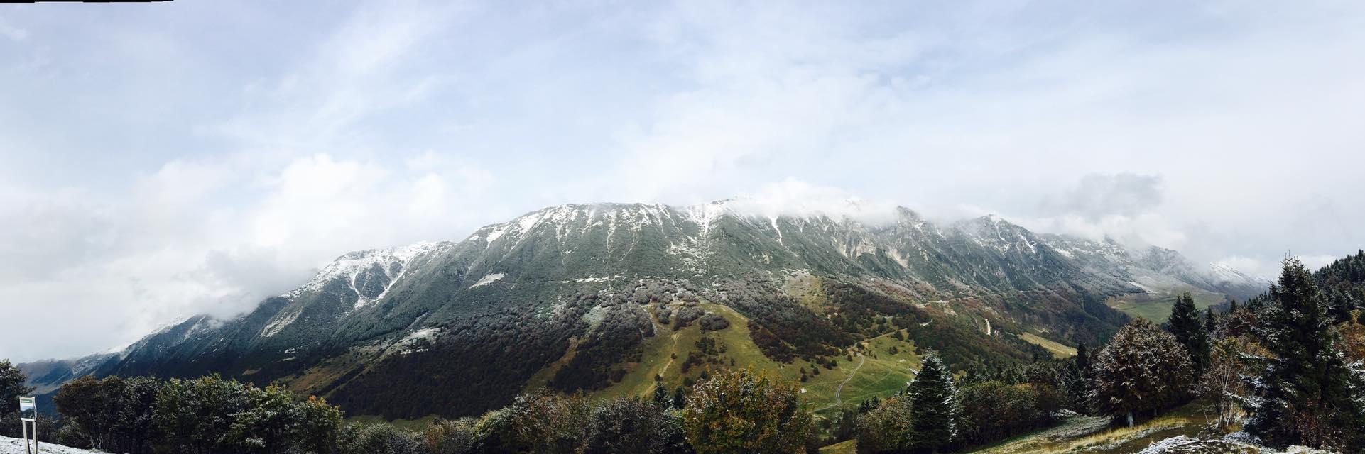 Ottobre 2016 - Contrasti di colori sul Baldo in occasione della prima neve, fotografata il giorno 11 da Elisa Castelletti durante le prime schiarite seguite alla perturbazione.